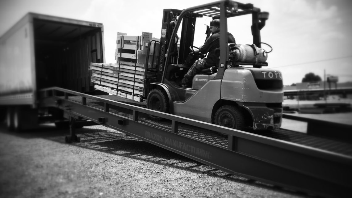 Brazos steel yard ramp loading truck with forklift